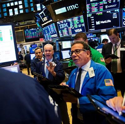Wall Street cierra la semana con ganancias pese a tensión comercial