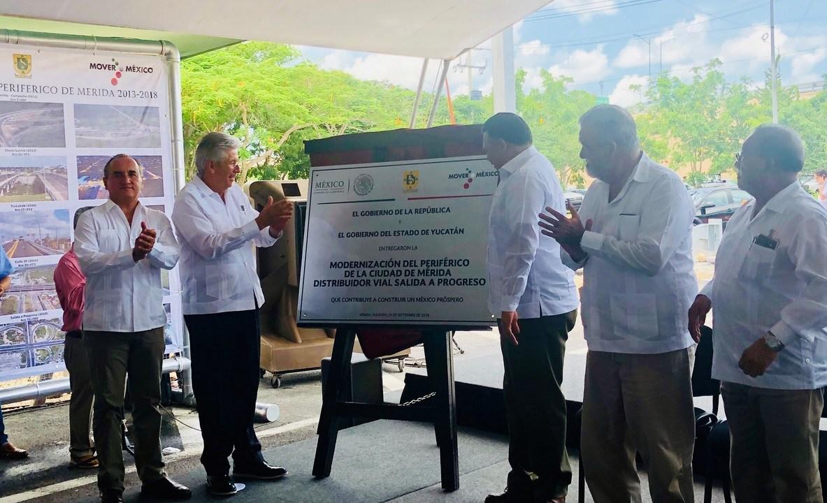 Ruiz Esparza inaugura distribuidor vial en Yucatán