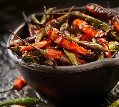 Comer chile protege contra el colesterol y libera hormonas del placer: IMSS