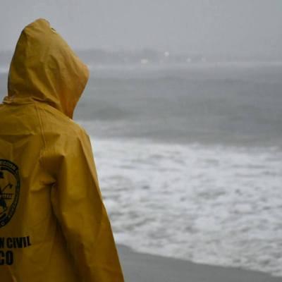 Desalojan hoteles de Puerto Vallarta ante cercanía de 'Willa'