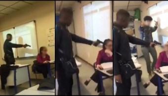 Un alumno en París amenaza con una pistola a una maestra