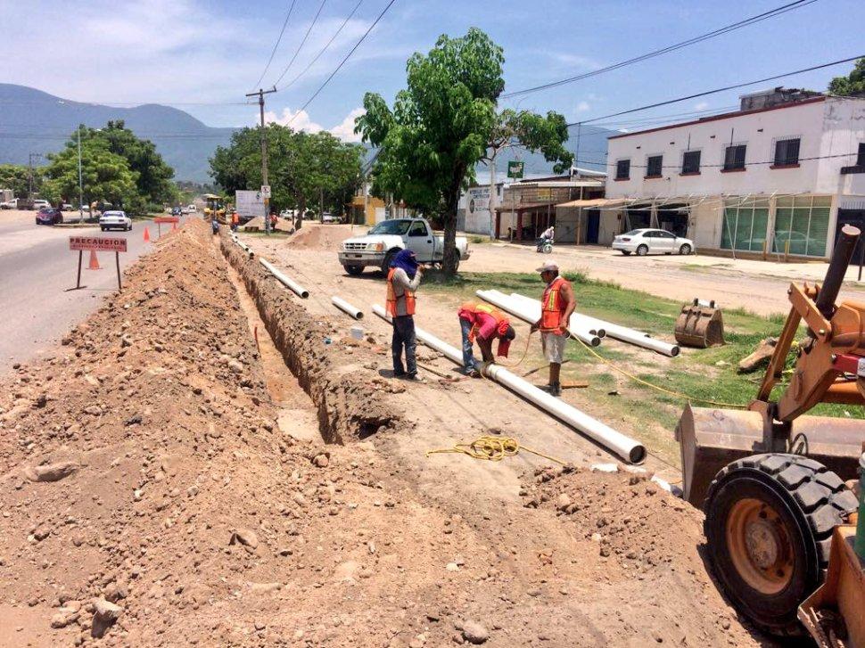 Amplian la red de distribución de agua en Guerrero