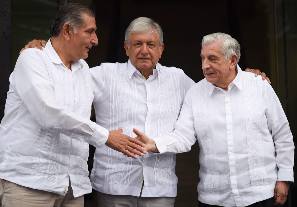 AMLO se reúne con gobernadores saliente y entrante de Tabasco
