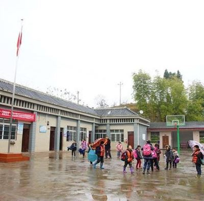 Mujer hiere con cuchillo a 14 niños en kínder de China