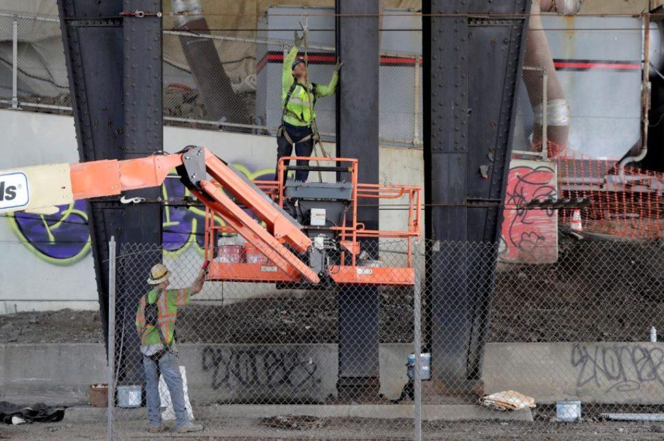 Aumentaron las contrataciones en la construcción y el sector servicios en EU