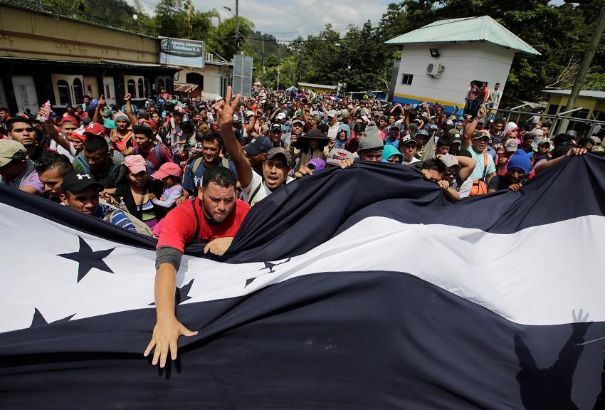 Trump amenaza a Honduras si caravana de migrantes sigue a EU