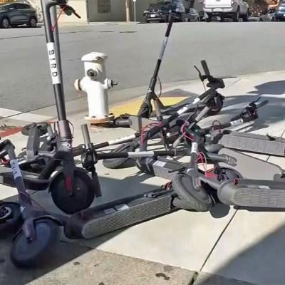 ¿Por qué la gente está destruyendo los nuevos scooters eléctricos?