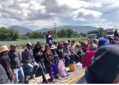 Bloquean la Puebla-Orizaba para evitar captura de 'huachicoleros'