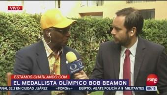 Bob Beamon, medallista olímpico, charla con Matutino Express