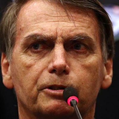 Candidato Jair Bolsonaro se muestra amigo de homosexuales en Brasil