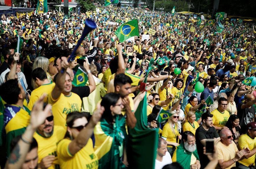 Miles de brasileños expresan en las calles su apoyo a Bolsonaro