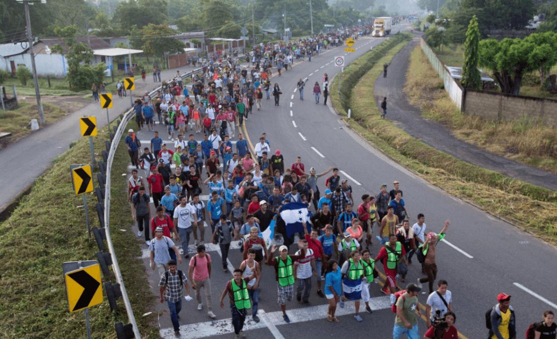 Más de 7.000 personas van en caravana de migrantes hacia EEUU