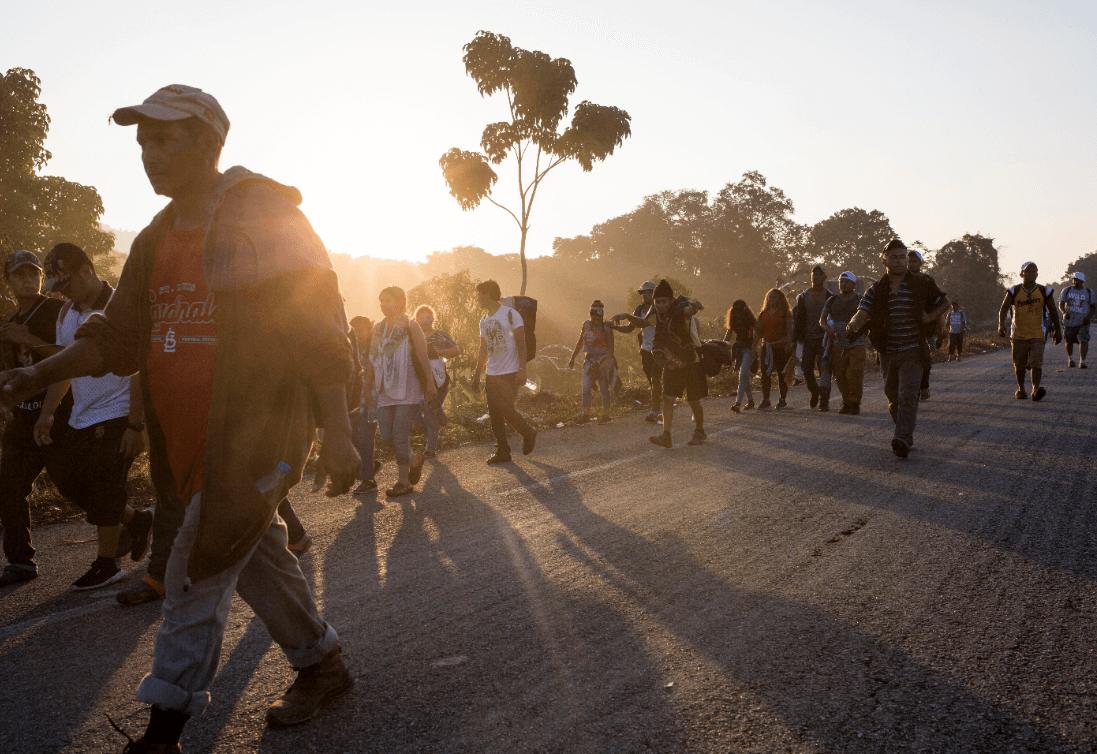 Caravana migrante durante su recorrido por Chiapas. (AP)