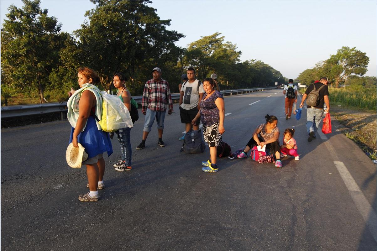 Caravana migrante inicia marcha de Huixtla a Mapastepec