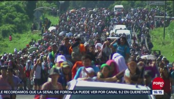 Caravana migrante recorre 65 k, de Huixtla a Mapastepec, Chiapas