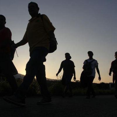 Caravana migrante sale de Mapastepec y se dirige hacia Pijijiapan