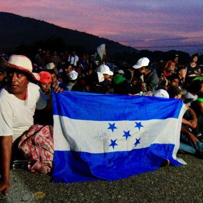 Miembros de la caravana migrante demandan al gobierno de Trump