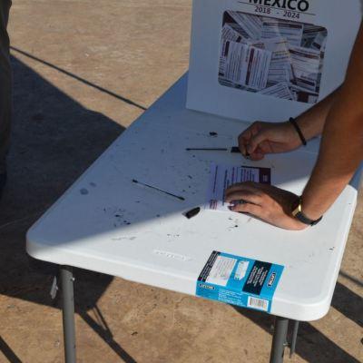 Ciudadano vota hasta cuatro veces en la consulta por nuevo aeropuerto de México