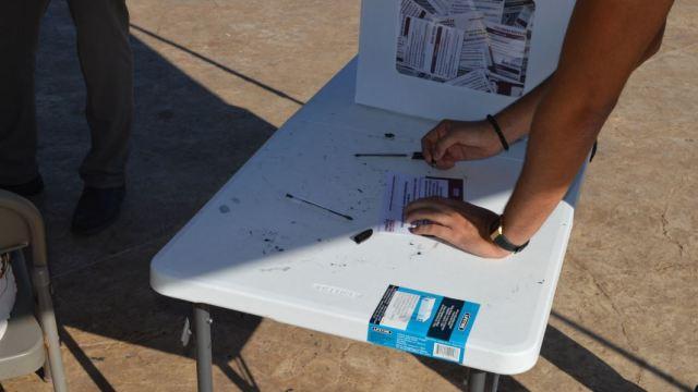 Ciudadano vota hasta cuatro veces en la consulta