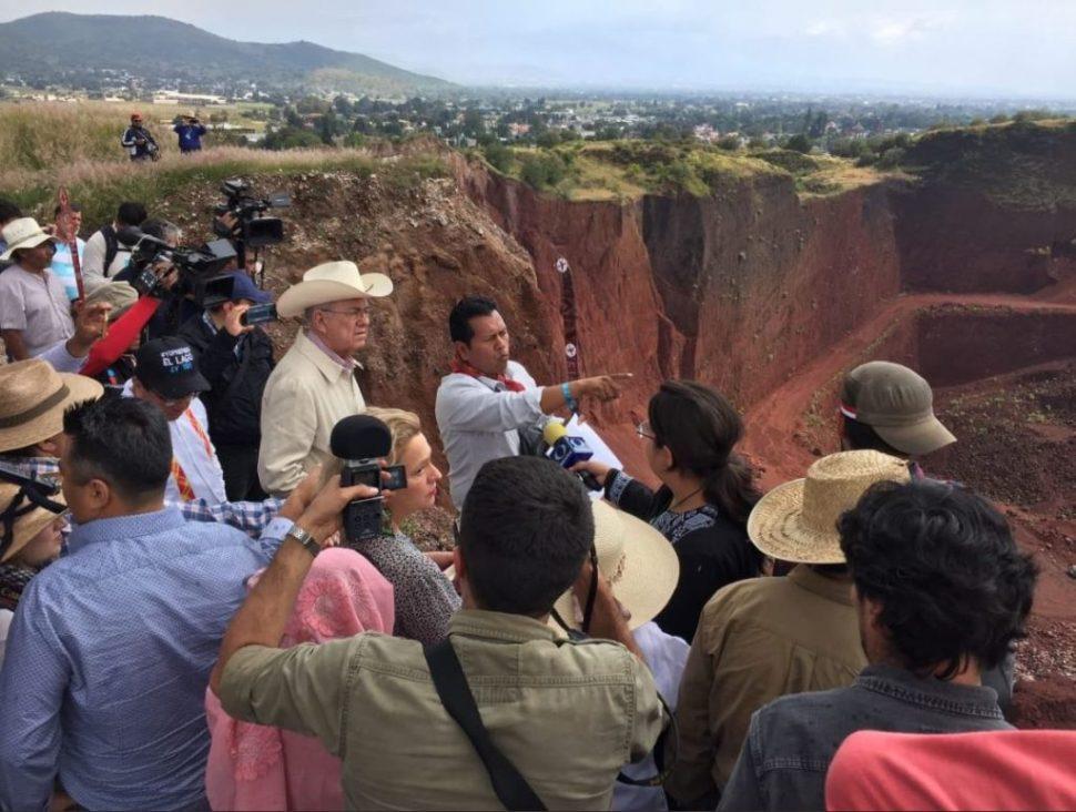 pobladores y equipo amlo recorren zonas afectadas construccion naim