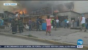 Controlan incendio en mercado en Naucalpan