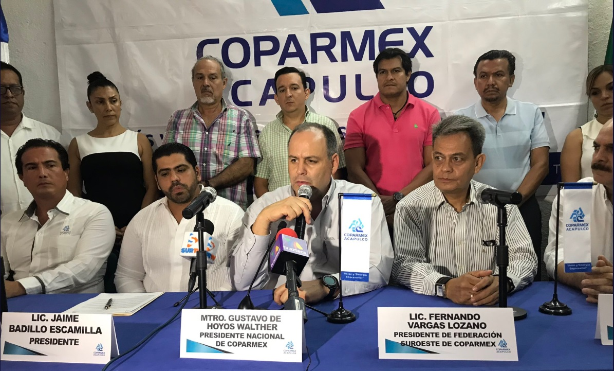 Coparmex se preparará si AMLO se decide por Santa Lucía