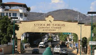 Balean a tesorero de Coyuca de Catalán, Guerrero