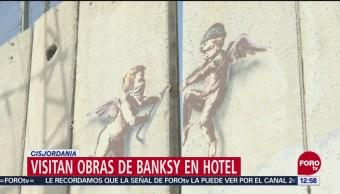 Decenas de turistas buscan la obra de Banksy en Cirsjordania
