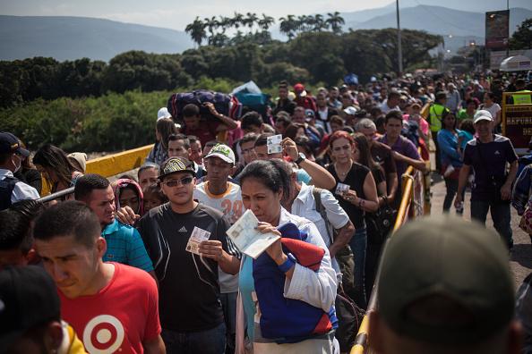 Venezuela crea la policía migratoria para sus fronteras
