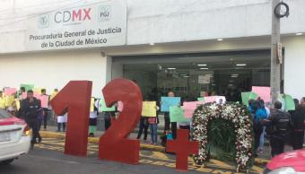 News Divine: Familiares jóvenes fallecidos bloquean PGJCDMX