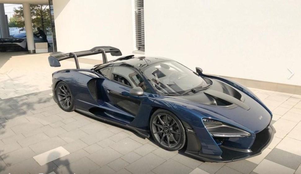Foto tomada por McLaren Munich durante la entrega del vehículo a un empresario de 43 años (Facebook McLaren Munich)