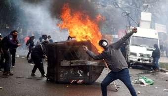 Detienen a 26 por disturbios afuera del Congreso argentino