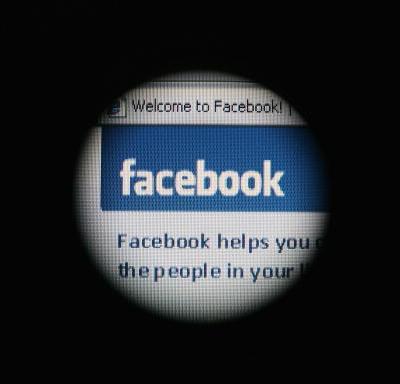 Redes sociales combaten información falsa previo a elecciones en EU