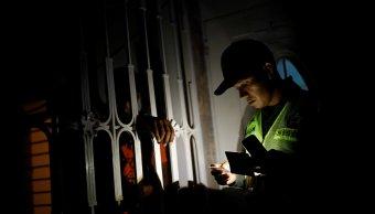 Venezuela siguen sin luz por explosión en planta eléctrica