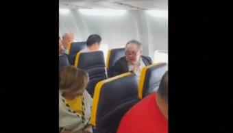 Hombre insulta a mujer durante vuelo de Ryanair