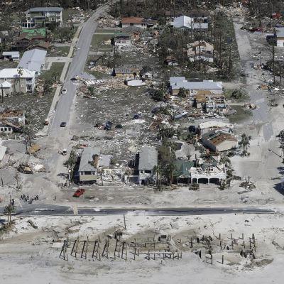 Aumenta cifra de muertos en Estados Unidos por el huracán 'Michael'