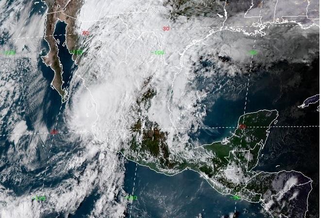 Clima Sinaloa; huracán 'Willa' toca tierra en Escuinapa