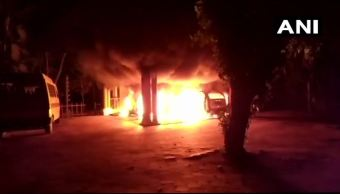 Manifestantes incendian templo hindú por permitir mujeres