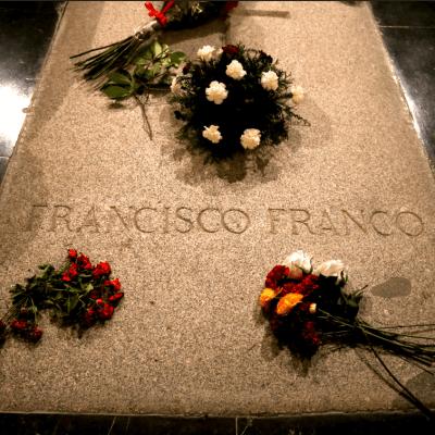 Familia de Franco pide honores militares para entierro del dictador