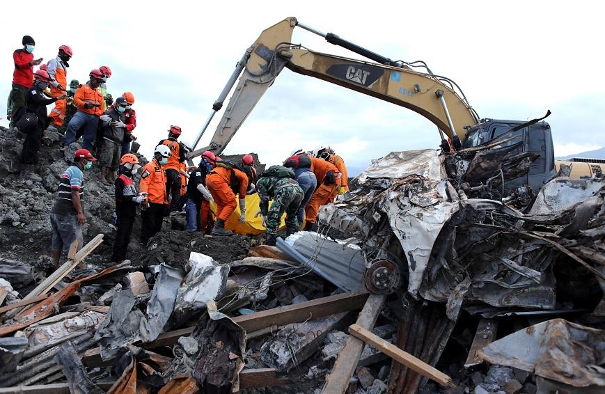 Indonesia: Suman 2 mil muertos por sismo y tsunami