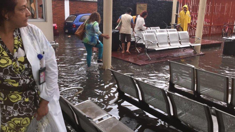 Lluvias inundan hospital de Ticomán