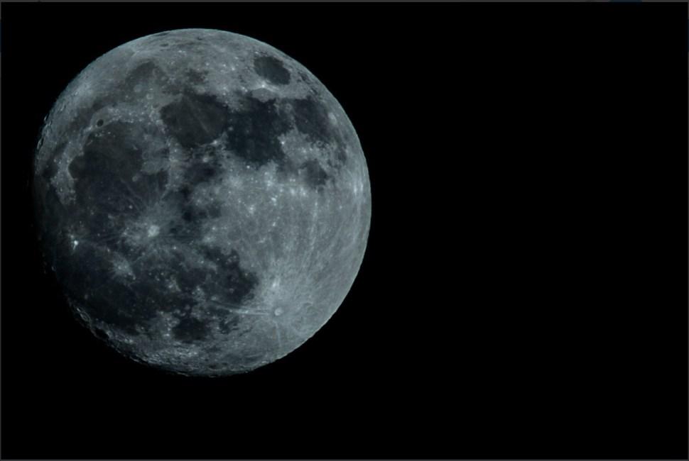 Luna llena acompaña a noctámbulos y tranquiliza a soñadores