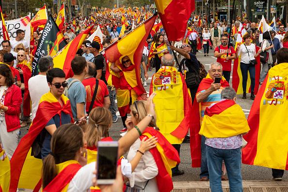Miles de ciudadanos marchan en Barcelona en el día nacional
