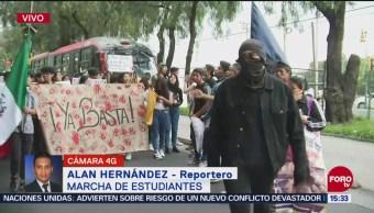 Marchan estudiantes del CCH en Insurgentes