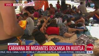 Migrantes descansan en Huixtla, Chiapas