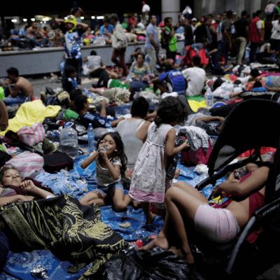 México ha sido incapaz de detener a caravana migrante, dice Trump y declara emergencia