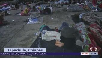 Migrantes hondureños pasan su primera noche en Tapachula, Chiapas
