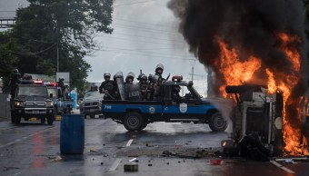 Policías y manifestantes se enfrentan en Nicaragua