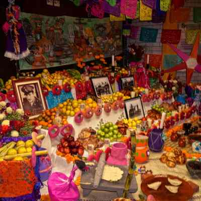 ¿Qué debe tener una ofrenda del Día de Muertos?