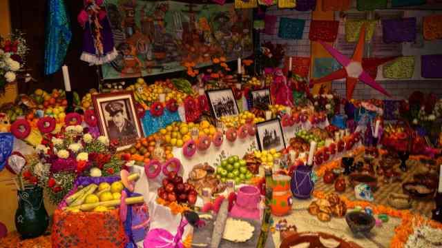 Ofrenda-tradicional-Dia-Muertos